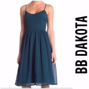 NWT BB Dakota Embroidered  Bow Fit & Flare Dress 4